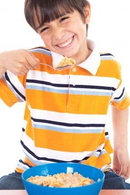 niño feliz por disponer de seguridad alimentaria