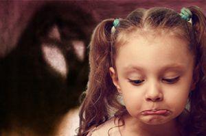 niña tiene fobia a los insectos