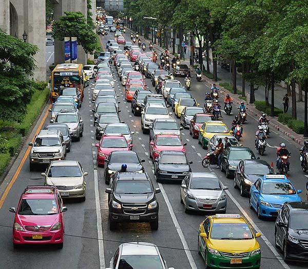 exceso de tráfico provoca aumento de contaminación