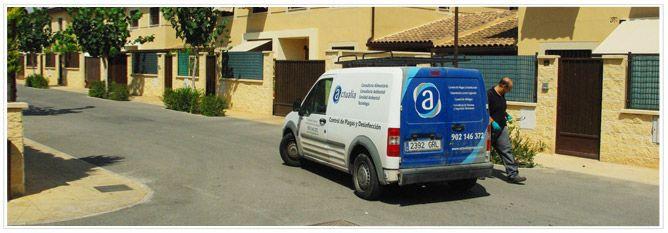 vehículo de ACTUALIA llega a desratizar apartamentos