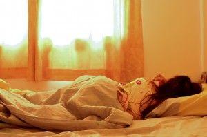 niña duerme plácidamente sin la presencia de chinches